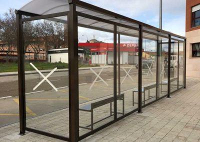 Marquesilla de aluminio para parada de bus en Palencia