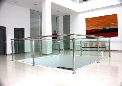 Barandilla de vidrio de seguridad y acero inoxidable en Palencia.