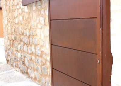 Cancela corredera de chapa corten en Cigales (Valladolid)