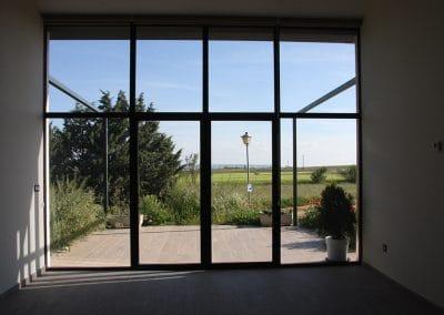 VentanasCerramiento en carpintería de aluminio color grafito, con puerta de dos hojas con RPT