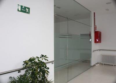 Cerramiento interior de cristal y aluminio