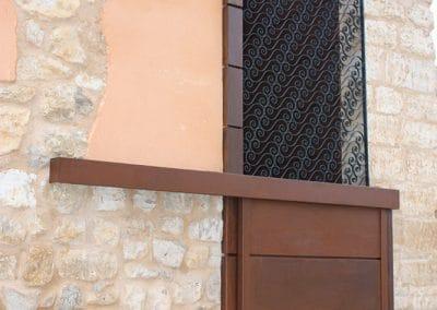 Puerta corredera de chapa corten en Cigales (Valladolid)