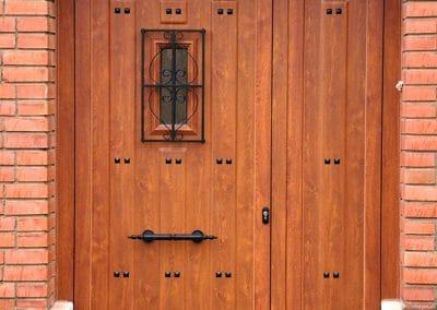 Puerta con panel rústico imitación madera en Dueñas (Palencia)
