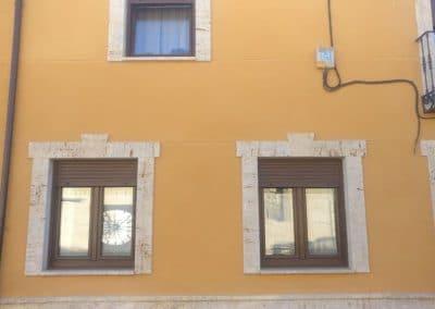 Ventanas de PVC color nogal en Fuentes de Nava