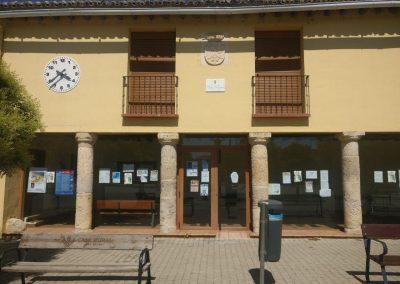 Cerramiento y ventanas aluminio ayuntamiento Mazariegos (Palencia)