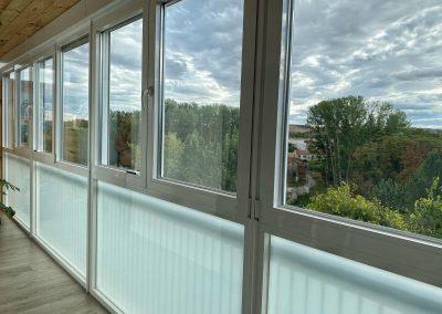 Ventanas de aluminio, con RPT y vidrios bajo emisivos en galería en Palencia