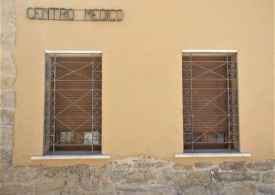 Ventanas de aluminio en centro médico de Mazariegos (Palencia)